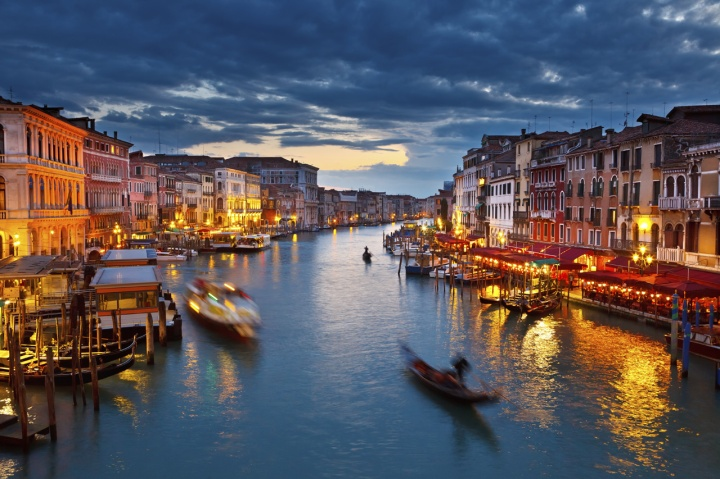 American Airlines Launching Non-Stop Service From Chicago to Venice and Philadelphia to Budapest andPrague