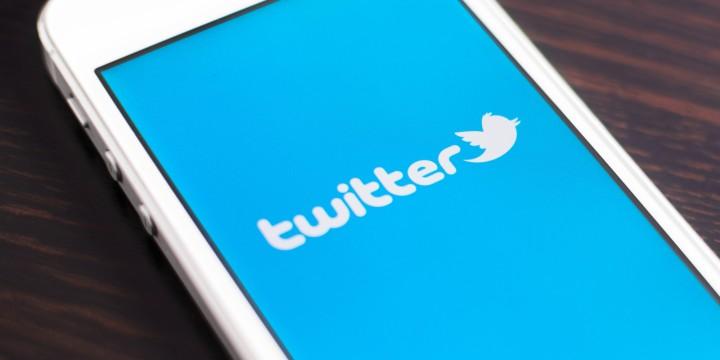 Using Social Media to Resolve FlightDisruptions